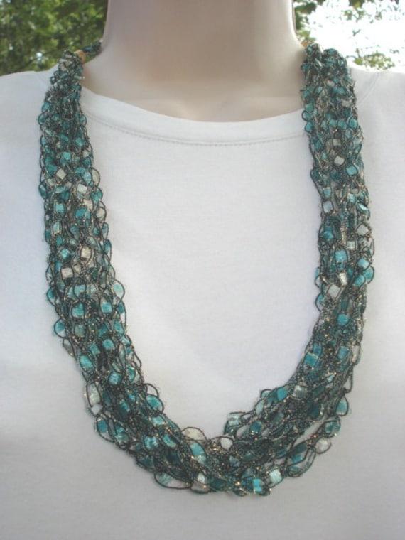 trellis ladder yarn necklace instructions